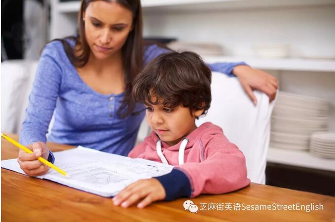 上完英语课后,家长究竟该如何带孩子进行复习呢?
